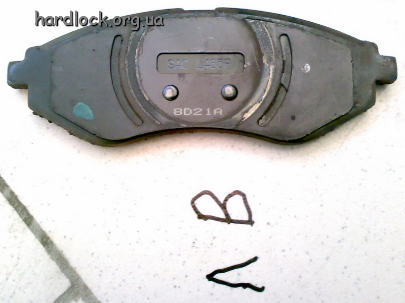 08. old break pad LI.jpg